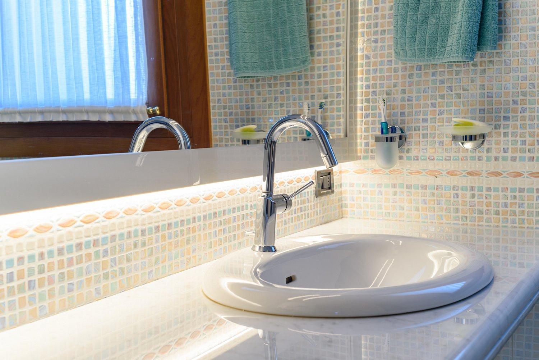 Bagno laccato bianco brillante, lavabo ad incasso | SPREA ARREDAMENTI