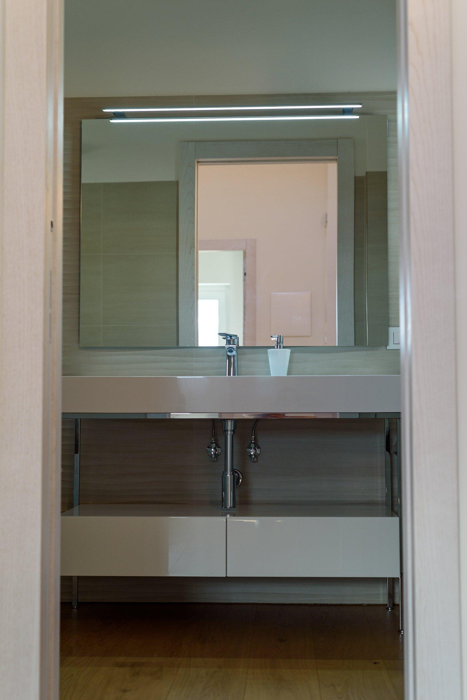 Legno Laccato Su Misura mobile bagno su misura laccato bianco | sprea arredamenti