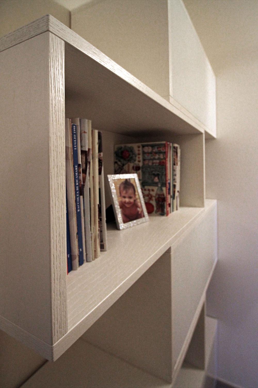 Libreria Moderna Laccata Bianca.Libreria Moderna E Boiserie Su Misura Sprea Arredamenti