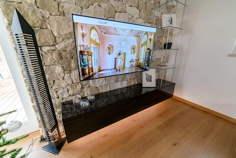 Mobile soggiorno sospeso in legno vetro e acciaio | SPREA ARREDAMENTI