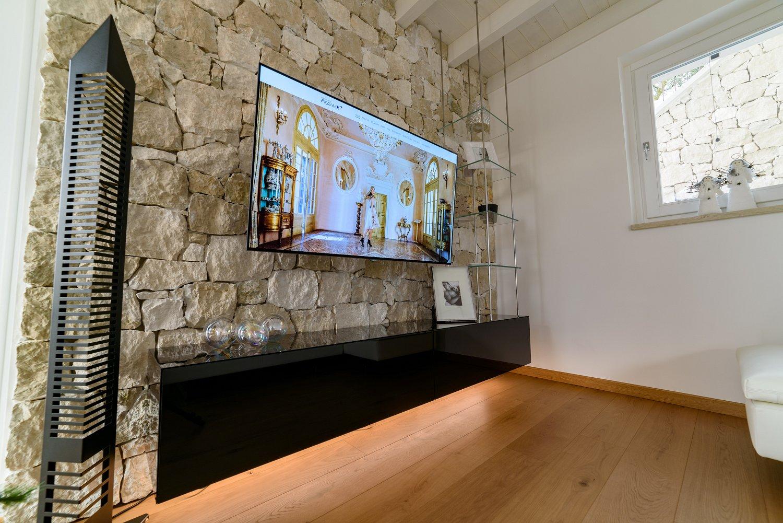 Mobile soggiorno sospeso in legno vetro e acciaio | SPREA ...