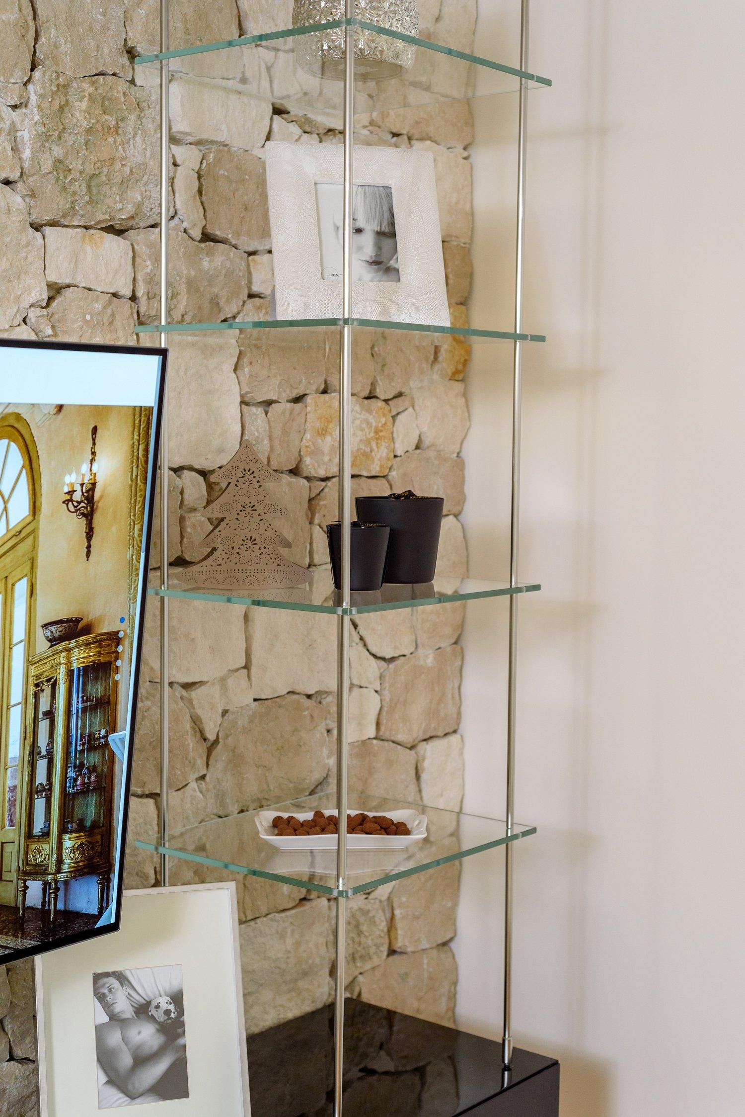 mobile soggiorno sospeso in legno vetro e acciaio sprea