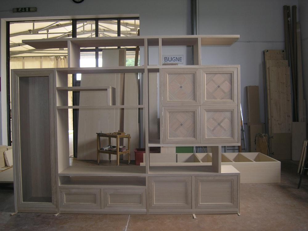https://www.sprearredamenti.it/prodotti/laboratorio-del-mobile-moderno/03-05-08-09-10-18-19-mobili-soggiorno-su-misura-in-frassino-e-noce-nazionale/20-mobile-frontale-soggiorno-grezzo-legno.jpg