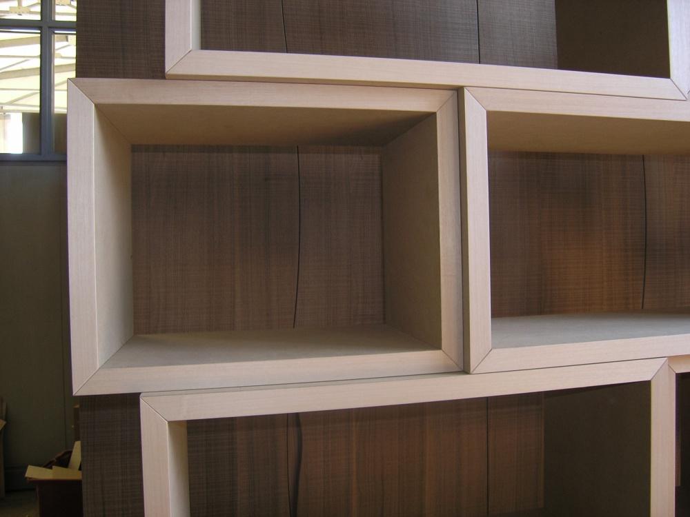 Libreria moderna a giorno su misura sprea arredamenti for Misure standard cornici a giorno
